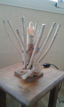 Lampe en bois de laurier
