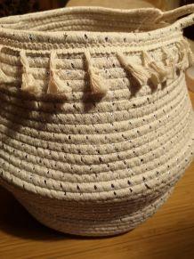 Corbeille coton tissée pompons.