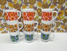 Lot de 9 mugs Lotus