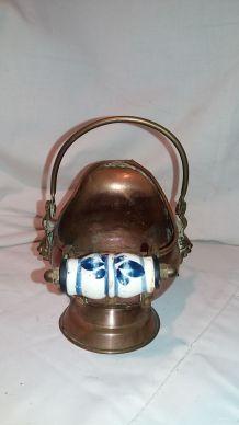 Petits cruche cuivre et porcelaine
