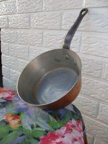 SUPERBE ancien poêlon en cuivre-les cuistots s'en servent en