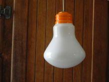 lustre en forme d'ampoule