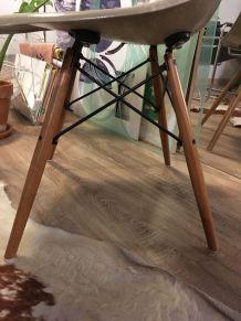 """Chaise Eames fibre de verre DSW """"Greige"""" 1970"""