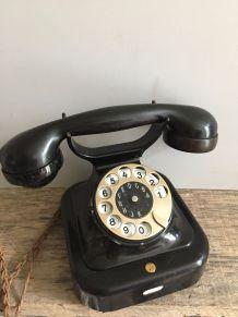 Téléphone en bakélite des années 40