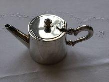 Petite théière d'hôtel  en métal argenté