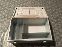 Boîte à pharmacie vintage en métal