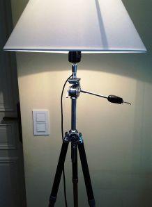 grand lampadaire créé s/anc. trépied photo noir & chromé