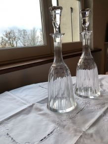 Deux carafes en cristal