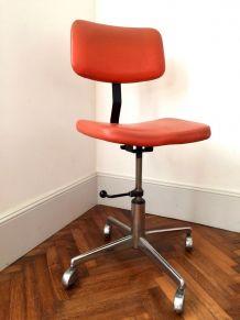 Chaise d'atelier orange vintage
