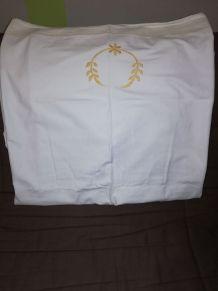 Drap ancien en coton épais brodé motif jaune