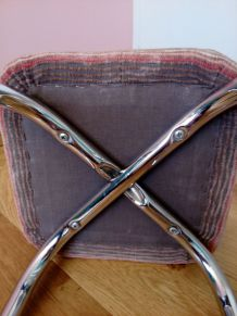 Repose-pied ou tabouret bas en métal chromé