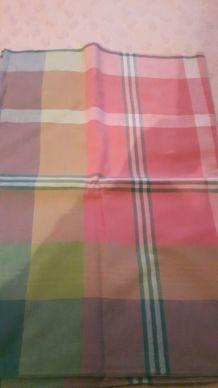 nappe à carreau 2m20 sur 1m48 et 6 serviettes