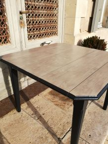 Table carrée relookée avec rallonges