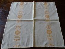9 serviettes vintages
