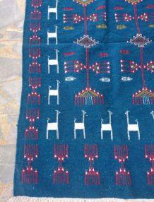 kilim bleu fait à la main en laine
