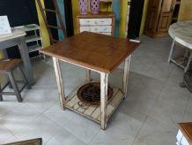 Table d'appoint ou salle à manger style vintage carré. ERV5