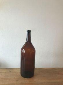 Grande bouteille vintage en verre ambré