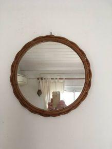 Miroir rond au cadre en rotin torsadé,années 70.