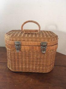 Petite valise ou mallette en osier années 70.