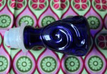 Bouteille en Verre Bleue, carafe génie