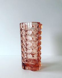 Grand vase vintage en verre moulé rose