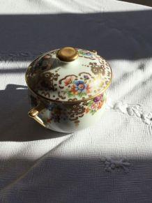 Petite boîte en porcelaine