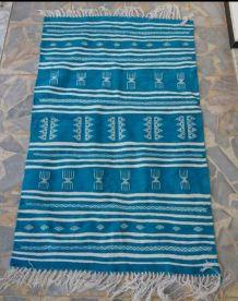 Tapis kilim berbère bleu et blanc fait main