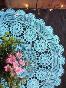 Nappe ronde au crochet colorée en turquoise
