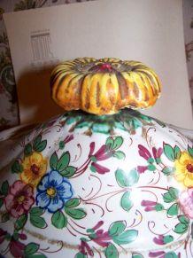 grande soupière sur plat et vase assorti