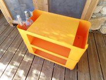 table d'appoint à roulettes orange