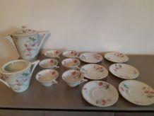 Service à café porcelaine de Limoge + 8 assiettes à dessert