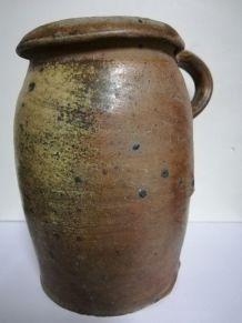 Pot ancien avec anse en terre cuite