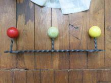 Porte manteau 50s fer forgé boules bois