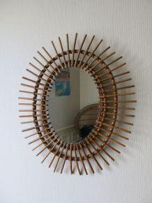 Superbe miroir soleil oval d'époque en rotin 60s