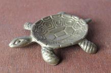 jolie petite figurine tortue en laiton