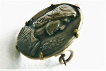 Médaille ancienne de Jeanne d'Arc montée en broche.