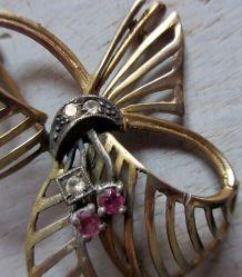 broche ancienne en métal doré  avec strass