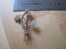 Broche ancienne en  strass art déco forme de fleur