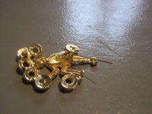 Broche ancienne en métal doré  émaillée Taille 6  cm x 4  cm