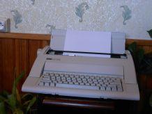 Superbe machine à écrire électrique marque Nakajima  AX-150