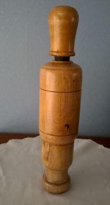 Ancienne bouchonneuse en bois