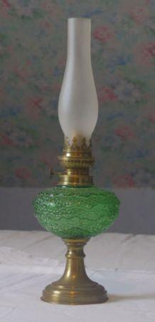 Lampe à pétrole en verre et cuivre