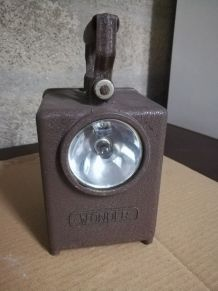 "Ancienne lampe type ""SNCF"" ou ""AGRAL"""