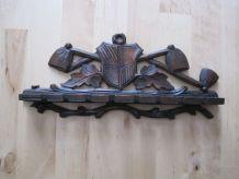 Ancien porte pipes en bois sculpté