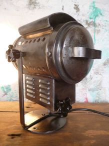 PROJECTEUR THEATRE - CINEMA - CREMER