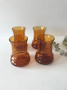Ensemble de quatre vases vintage en verre ambré