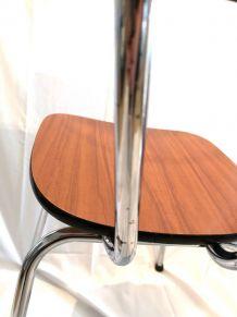 Chaise en formica marron
