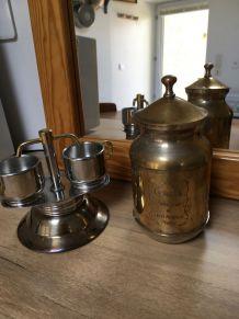 Cafetière italienne et ses 2 tasses +pot à café moulu