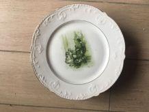 6 assiettes anciennes en porcelaine avec décors