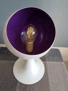 lampe pied tulipe blanche et violette tout métal  années 80